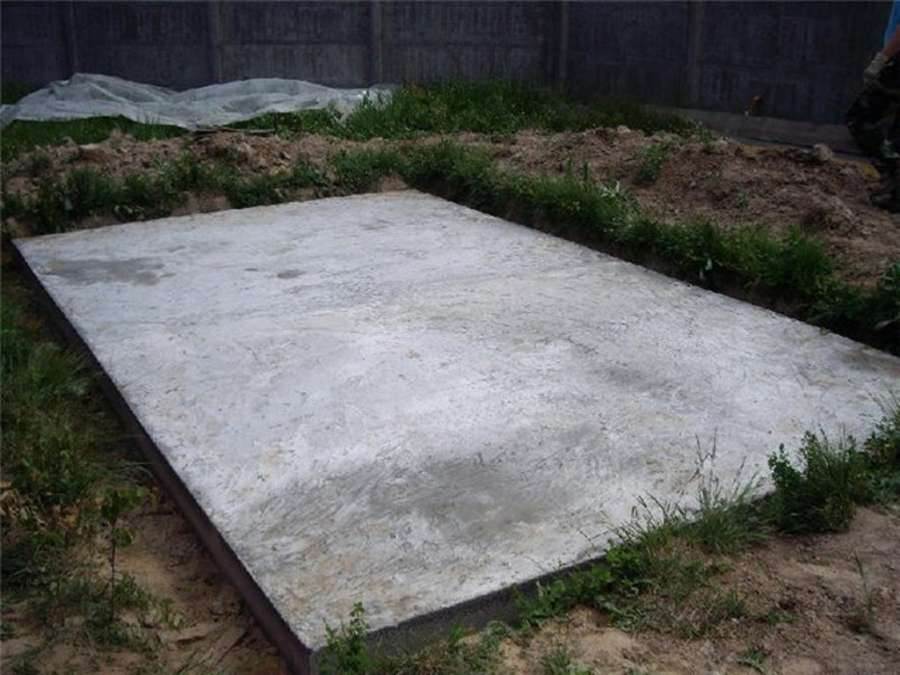 Монолитная бетонная плита для сарая толщиной 10 см.
