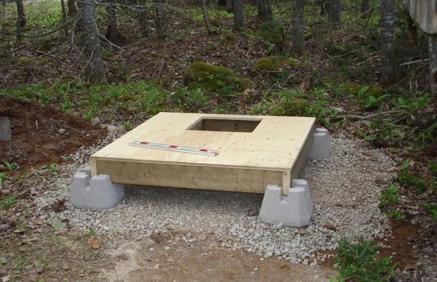 Фундамент под кабинку из бетонных блоков.