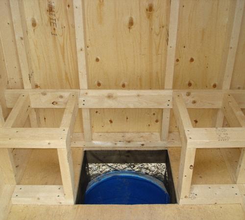 Каркас под сиденье для туалета из деревянных брусков.