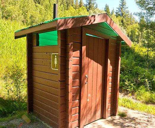 Туалет для дачи без запаха и откачки: обзор современных решений 394