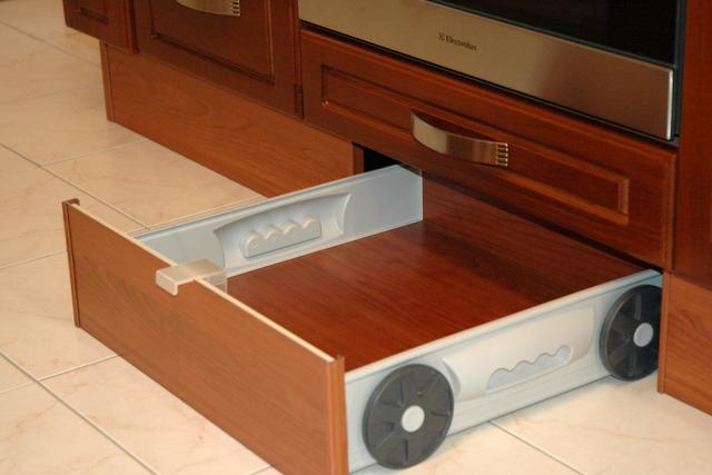 Цокольный ящик изготовленный на основе стандартных комплектующих.