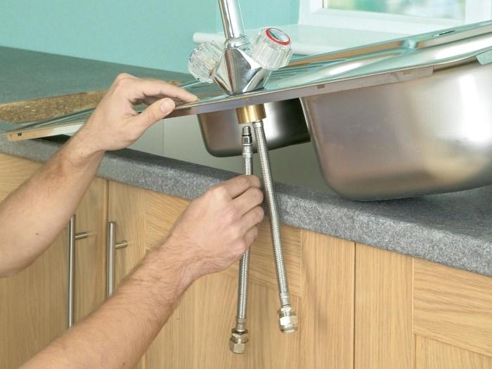 Крепление мойки на кухне