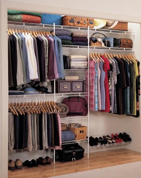 Для встроенного шкафа-купе могут быть применены различные системы, называемые гардеробными системами. Они несколько дороже традиционных полок из ЛДСП, но позволяют трансформировать пространство шкафа произвольным образом, в том числе и в процессе эксплуатации шкафа.
