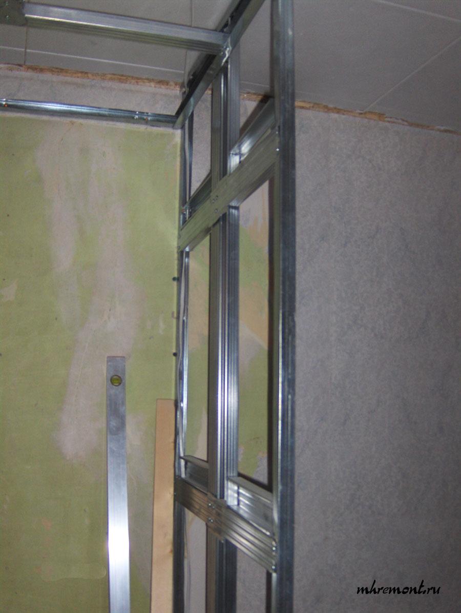Так как одновременно изготавливался потолок, то каркас перегородки служил опорой для каркаса потолка.