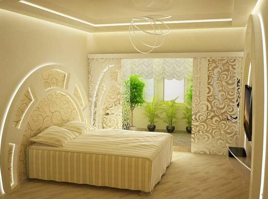 Декорирование спальни с помощью контурной подсветки установленной в короба на потолке и стенах. Такая подсветка хорошо может использоваться в качестве ночника.