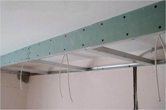 Каркас короба для гипсокартона. В данной конструкции применяется ребро, изготовленное из одного направляющего профиля.